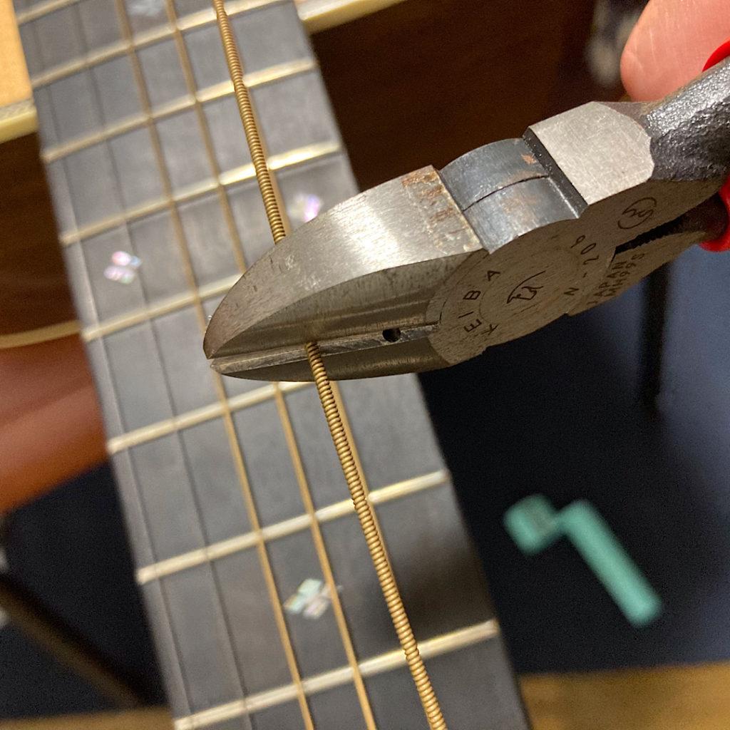 古くなったアコギの弦交換