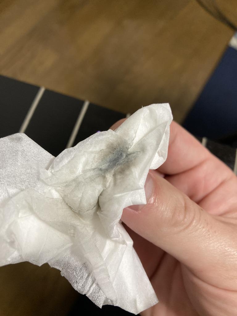 レモンオイルで浮き出た指板の汚れ