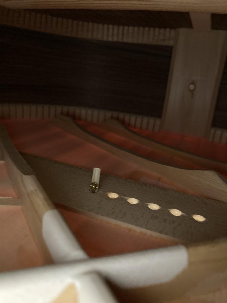 アコギ弦交換 ボディ内部の様子