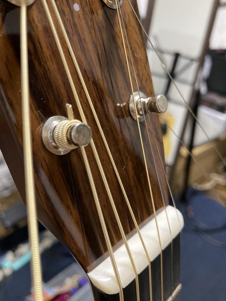 アコギ弦交換 余分な弦を切る